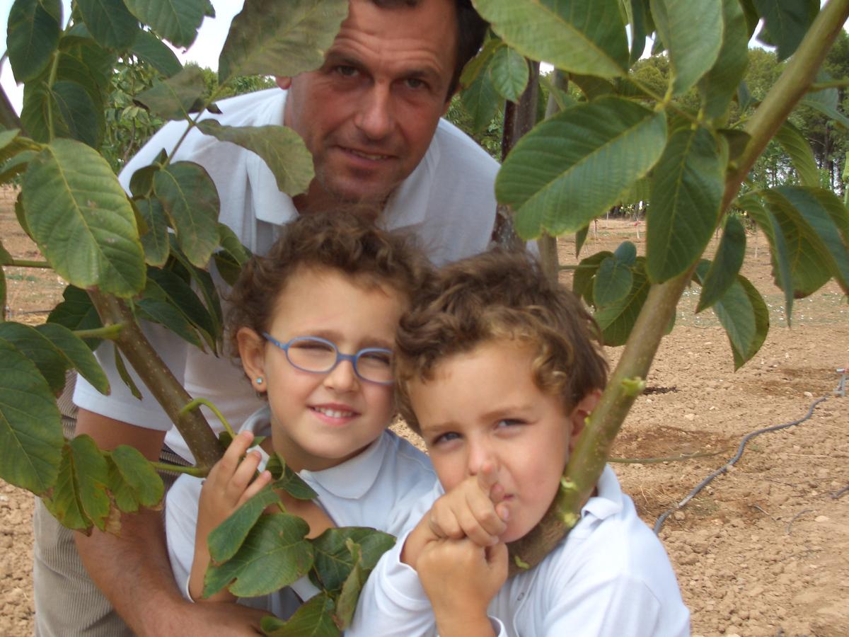 Alfonso y sus hijos: Marta y Santiago